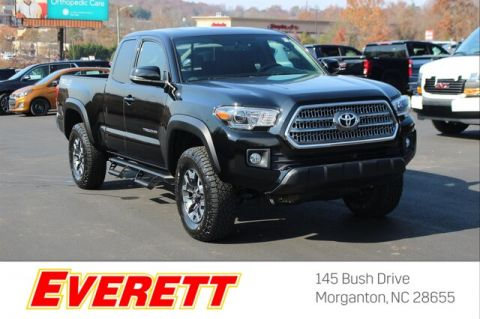 Pre-Owned 2017 Toyota Tacoma TRD Off Road Access Cab 4x4